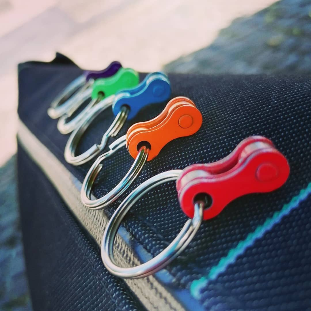 Bicycle keychains in 6 colors, from recycled bike chains